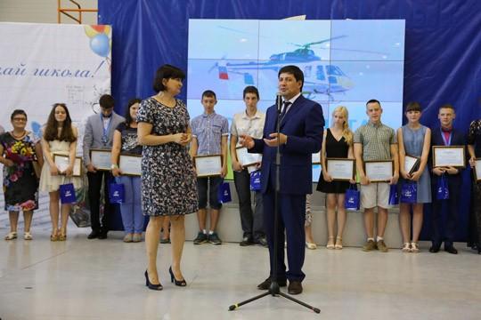 Вертолетный завод в Казани провел выпускной вечер для «вертолетного» класса городской гимназии №8